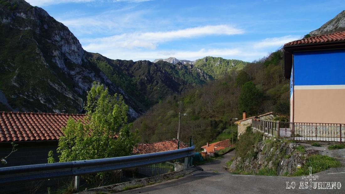 Casas de Ambingüe, idílico rincón del Parque Natural de Ponga, Asturias.