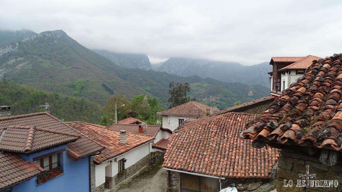 San Juan de Beleño, Ponga, desde el centro de interpretación del Parque Natural.