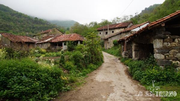 Yanu/Yano, que nosotros creímos en su día que era Sobrefoz y no continuamos el medio km que faltaba para la segunda aldea. La próxima vez...