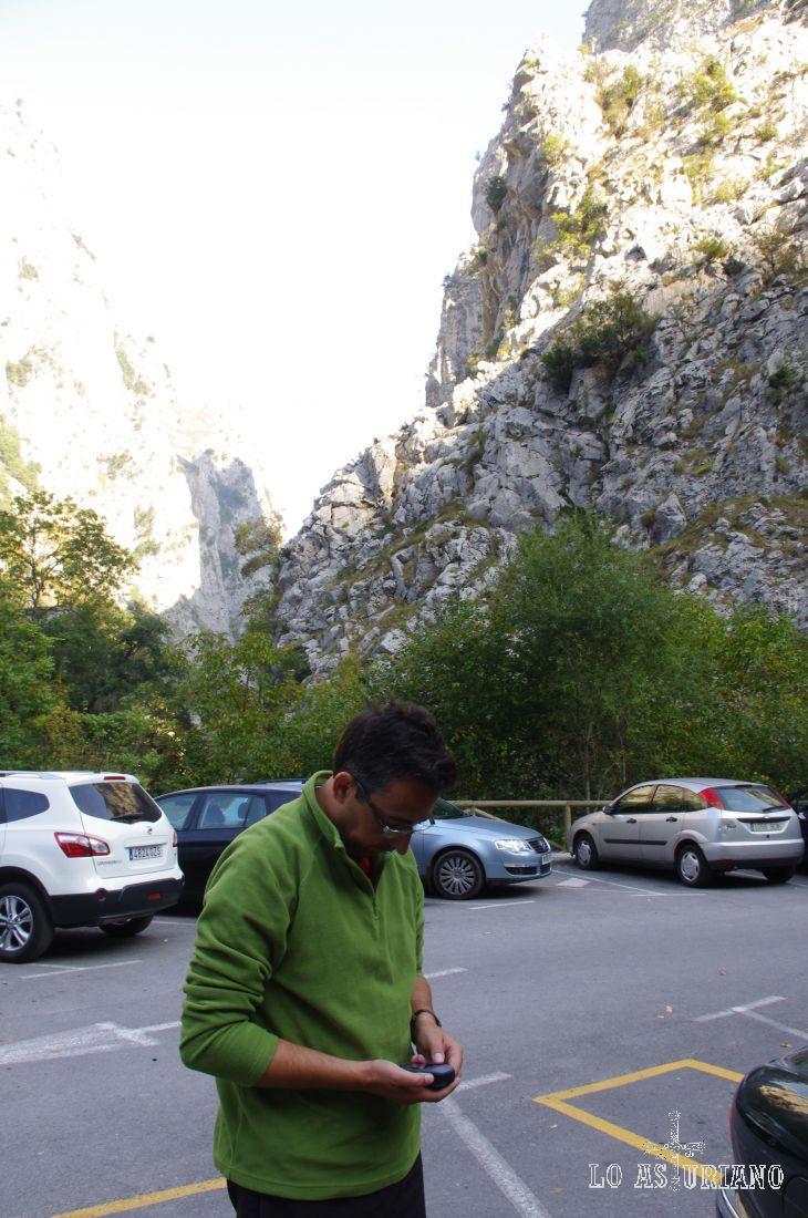 Parking junto al funicular de Bulnes
