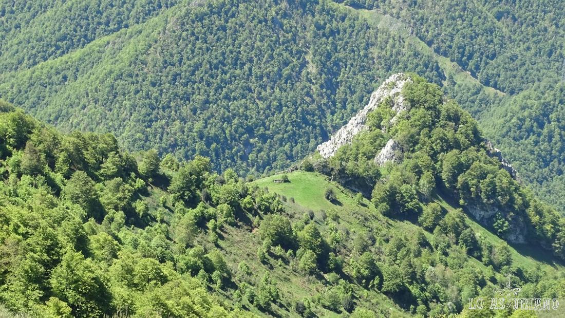 El Cerro la Roza y la majada de Bustantigo, subiendo hacia el Maciédome.