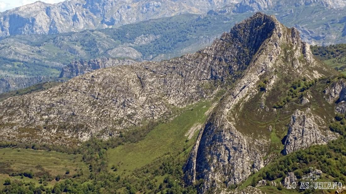 Magnífoca estampa del pico Recuencu, al que subimos desde la collada de Caldes.