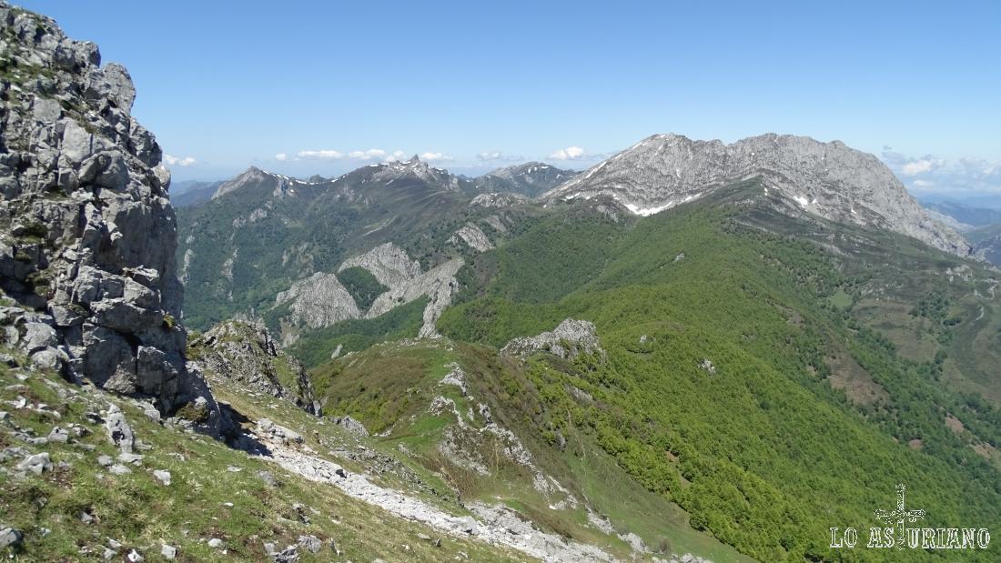 Maravillosas vistas del rey Tiatordos, desde las laderas de la peña Maciédome o alto de Ponga.