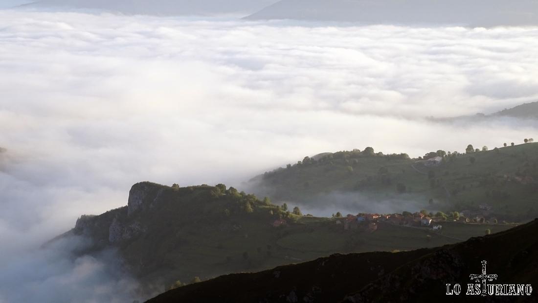 Mar de nubes desde el mirador de la Reina, en Cangas de Onís, Asturias.