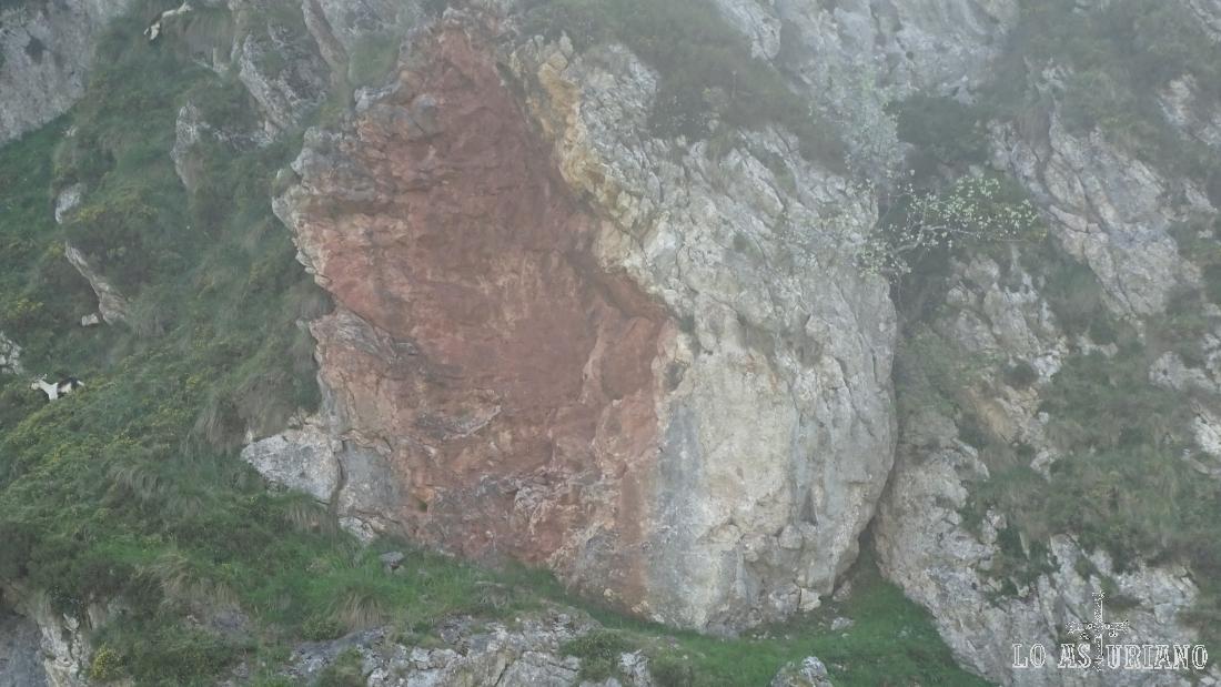 Gran roca desprendida.