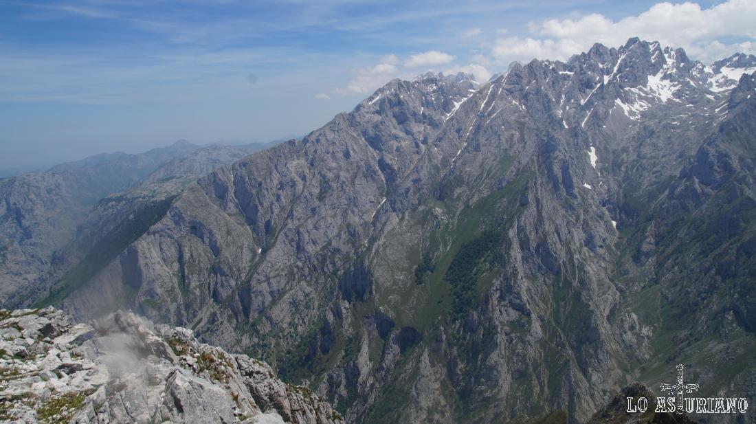 El desfiladero del río Cares desde el pico Jultayu.
