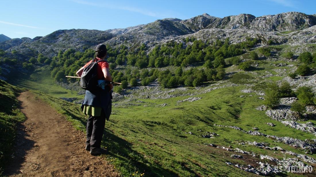 Cerca ya de la majada de Bobias, admirando los preciosos paisajes de los Picos de Europa.