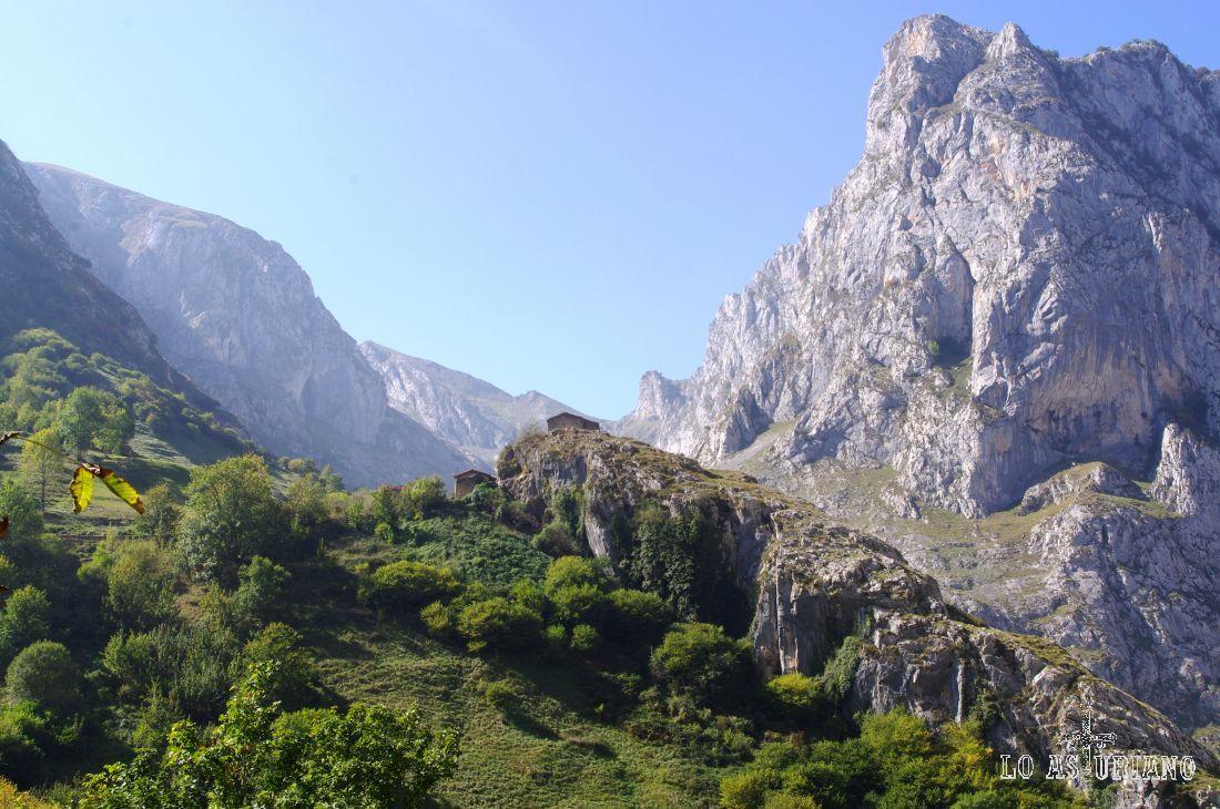 Encima de esta primera colladita está el Castillo, barrio de Bulnes.