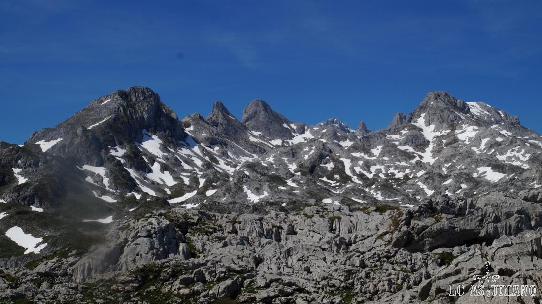 Picos Cuvicente y Torre Cabrones.