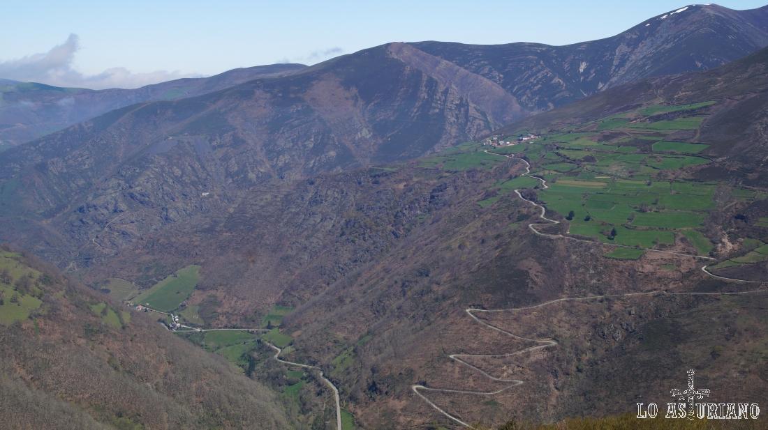 Se aprecia de maravilla la espectacular subida a Fuentes de Corbero, que por cierto es un buen punto de partida para varias rutas.