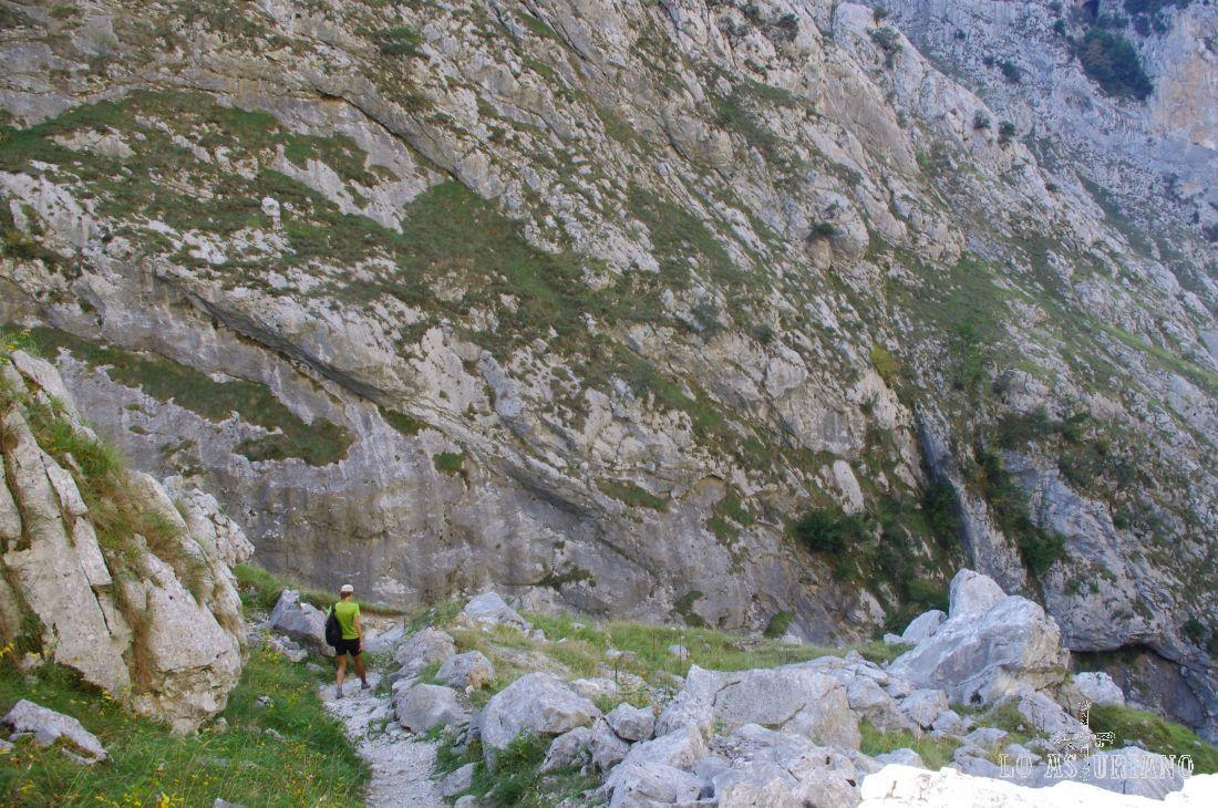 Que pequeñitos somos en medio de estos laberínticos Picos de Europa...