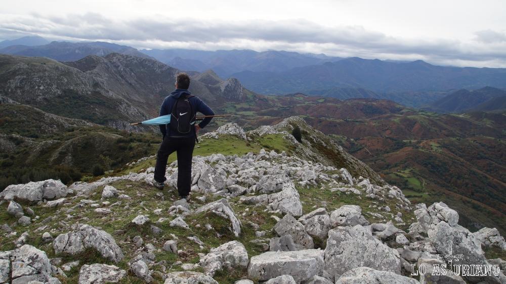 Vistas desde el pico Caldoveiro, que comparte los concejos de Teverga, Proaza, Grado y Tameza.