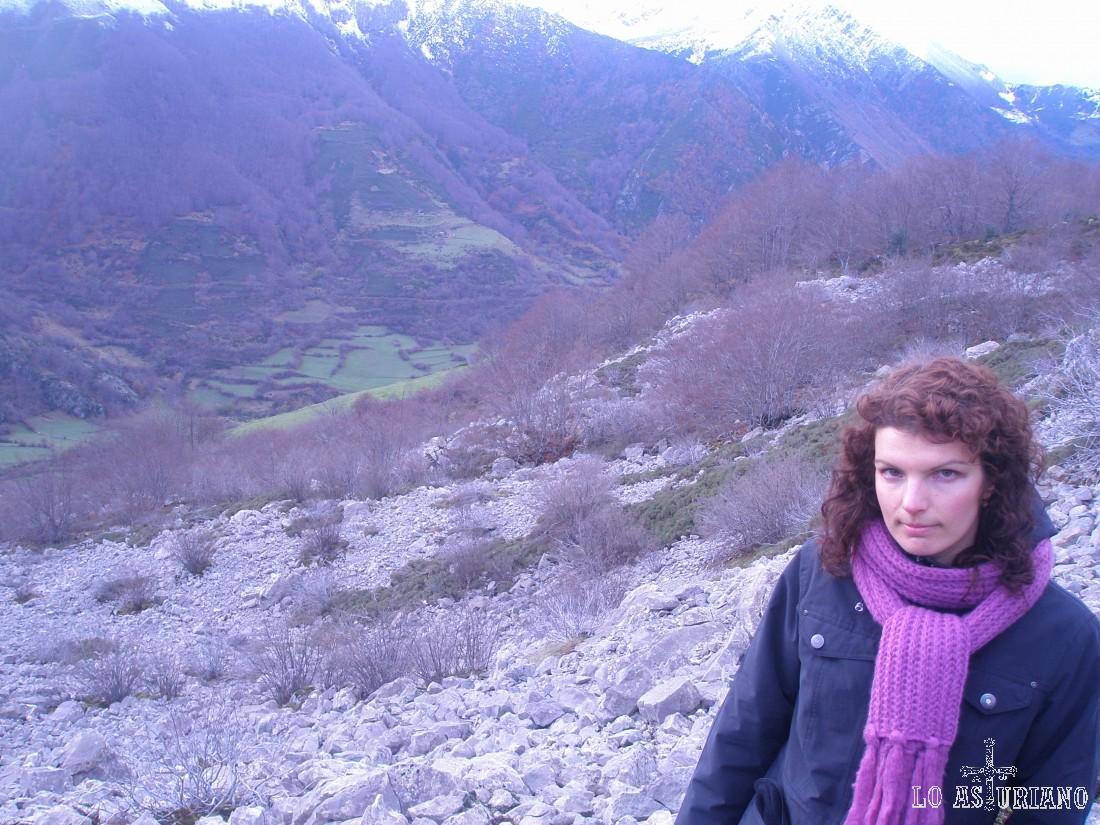 A mis espaldas, el valle de Somiedo, que será nuestro telón de fondo camino de las brañas.