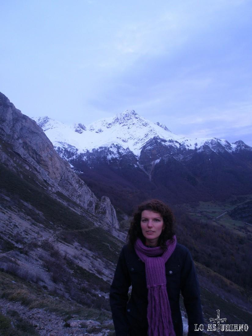Al fondo las cumbres del alto Somiedo, lindando con la provincia de León.