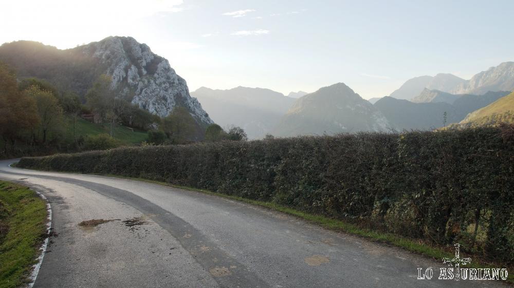 Carretera Sellano-Sevares, pasando por la collada Moandi.