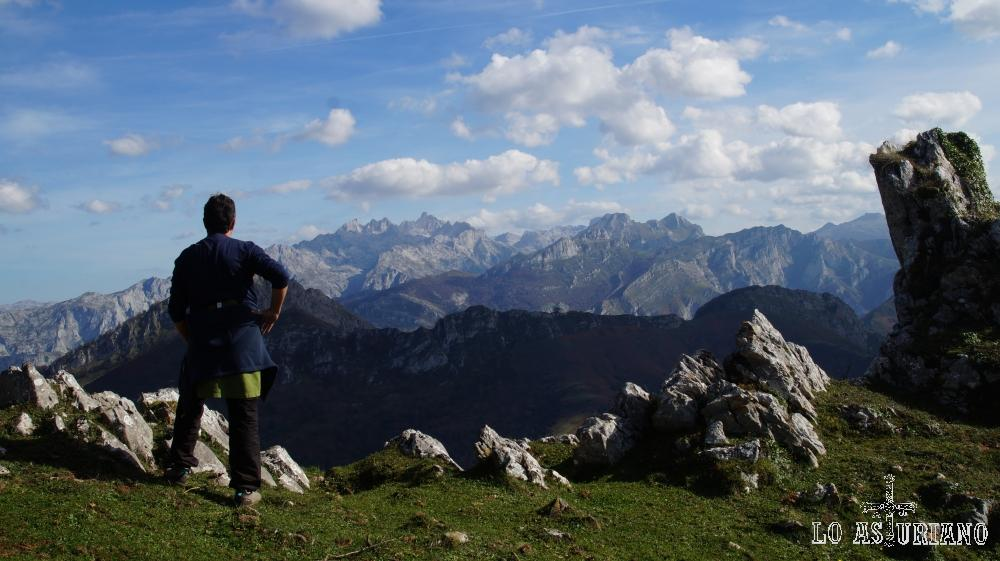 En Cebroes, disfrutando de los Picos de Europa; justo al día siguiente nevó.