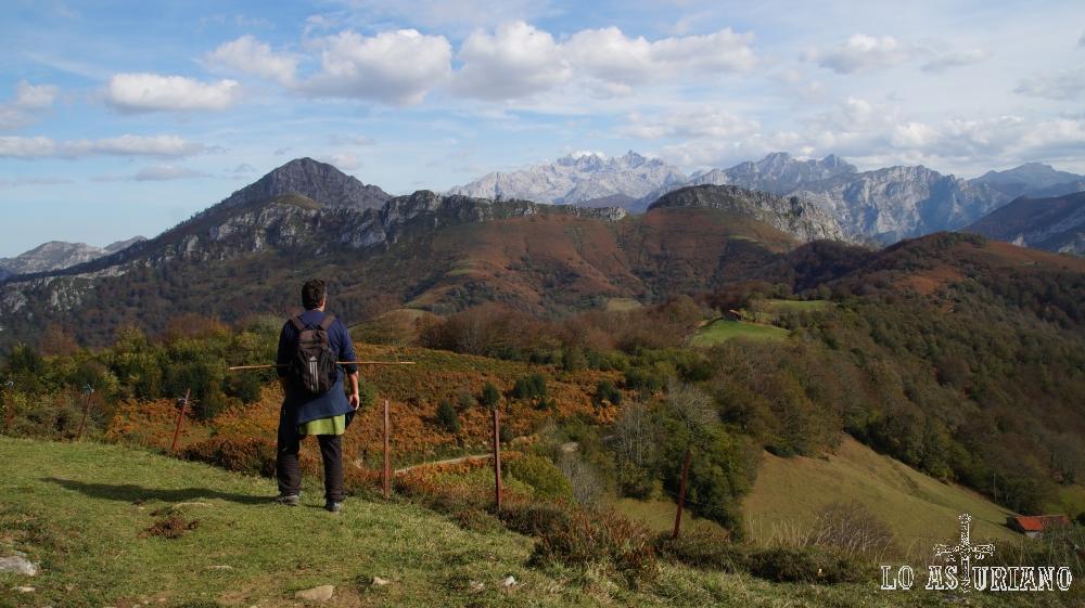 Desde las laderas de la sierra de Carangas, con magníficas vistas dirección a collada Llomena.