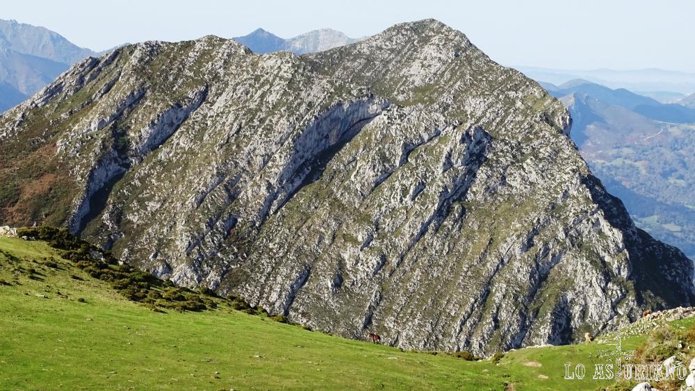 La Huérfana, como así se llama la preciosa roca, que se muestra ante nosotros.