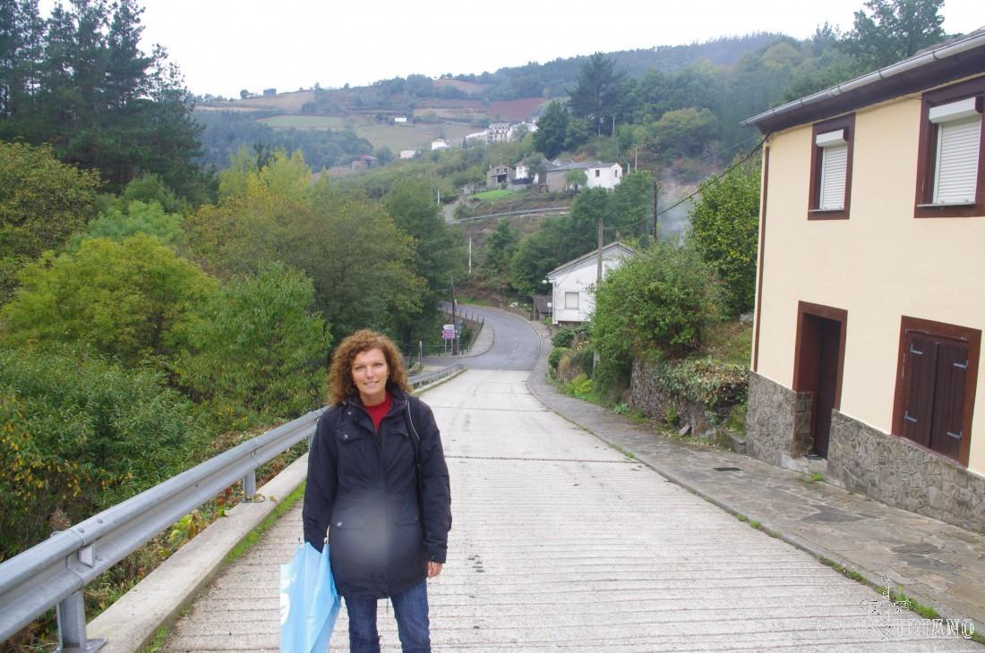 Una vez pasamos Mazonovo, seguimos dirección Esquíos, por carretera, y muy en breve, cruzaremos el río Turía de nuevo, para adentrarnos en el bosque.
