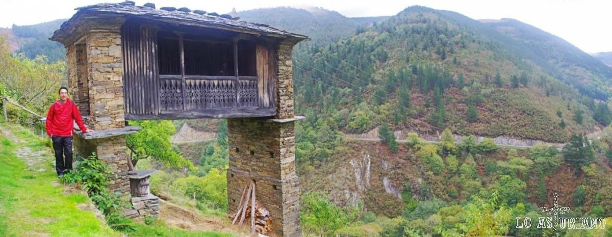 Este cabazo, en Esquíos, es del siglo XIX, y es algo único en Asturias.
