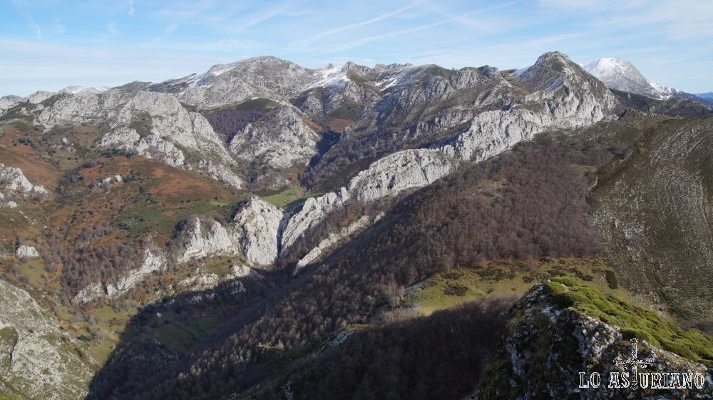 Vistas desde la cima del Requexón de Valdunes.