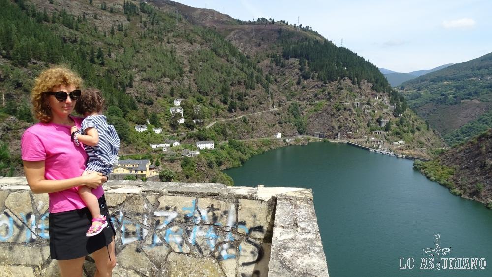 El embalse de Salime, en el río Navia.
