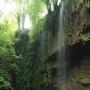 Cascada y cueva del Pimpano, en Busmente, Villayón, Asturias.