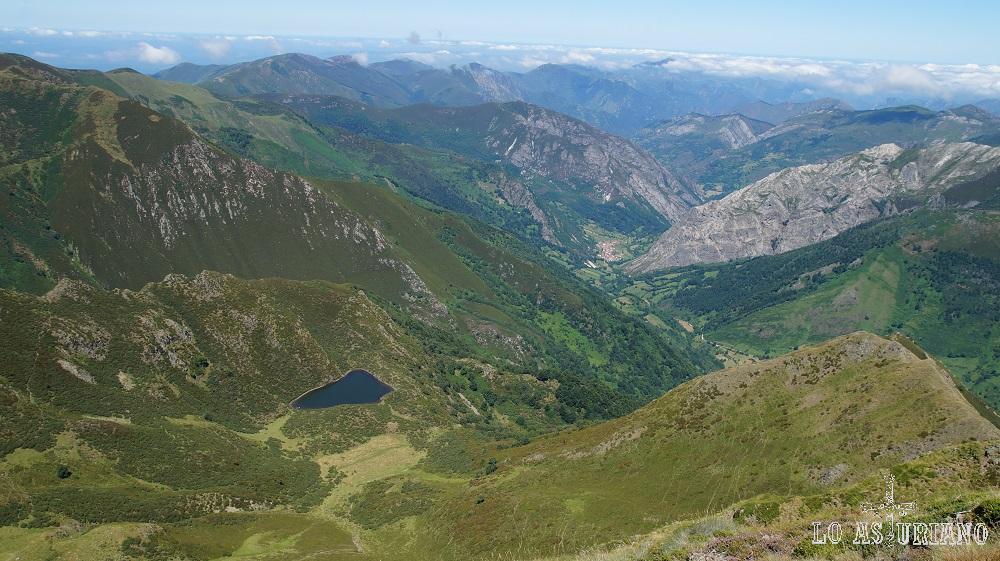 El lago Bueno, desde las estribaciones del Cogollo Cebolledo.