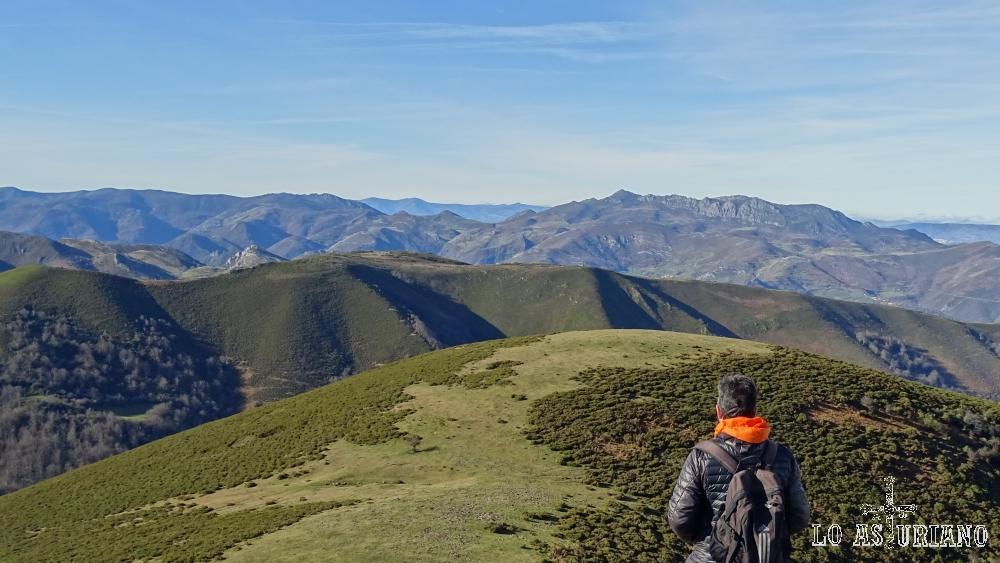 Vistas desde el pico Redondo, hacia la peña Manteca.