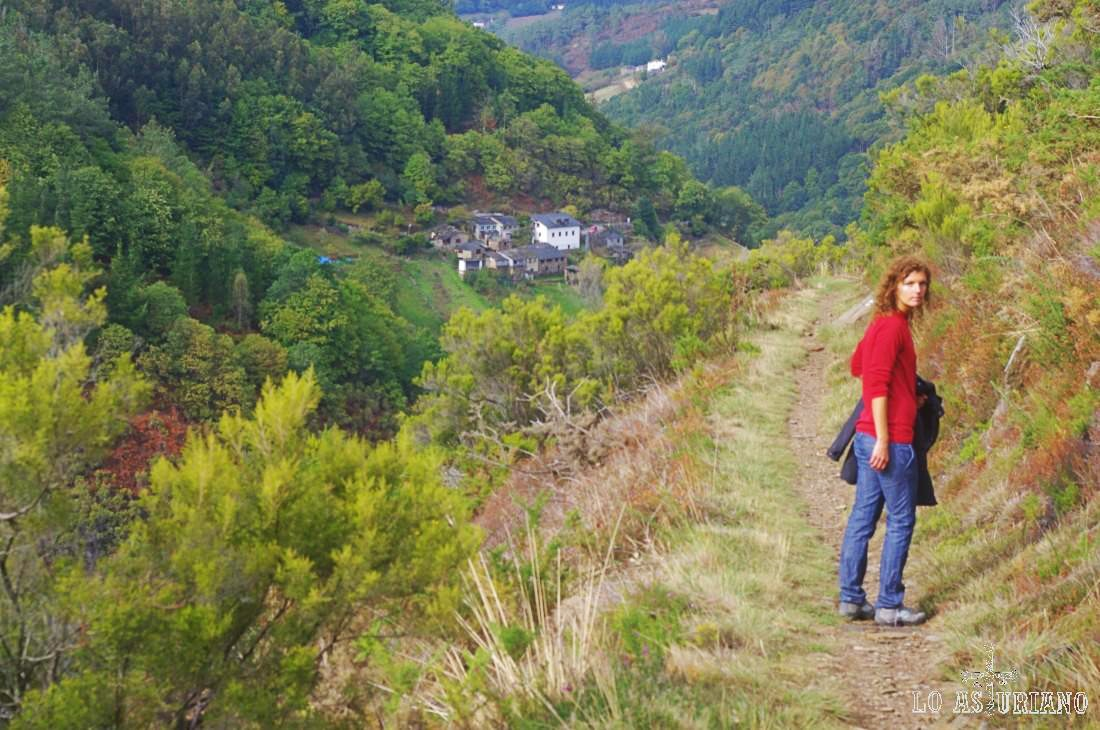 Mientras nos deleitamos de Esquíos y del precioso valle, sin darnos cuenta, a la vuelta de la esquina, llegaremos a Teixois.
