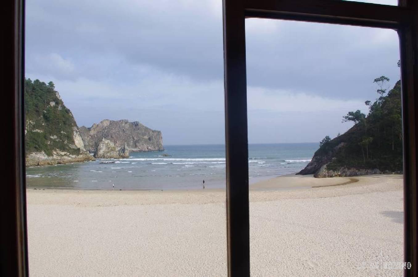 Desde la cafetería del hotel Mirador La Franca, para mi, la más bonita playa de Asturias: playa de la Franca.
