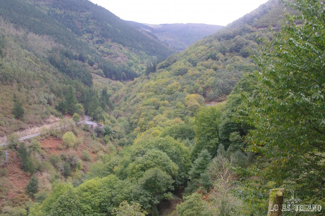 Mirada atrás, al precioso valle del Turía, una de las joyas del concejo de Taramundi.