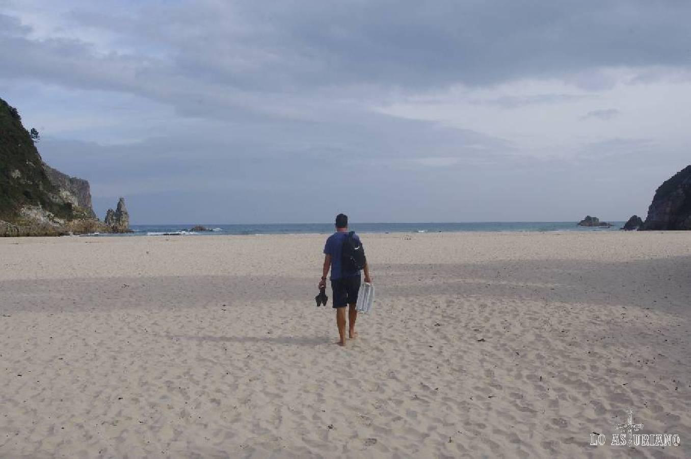 Un día de playa en plan la película aquella en la que había uno sólo en medio de una calle de Nueva York; pues lo mismo, pero en Asturias... (mes de octubre).