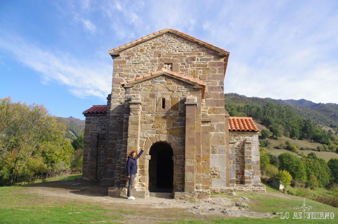 Santa Cristina de Lena, preciosa iglesia románica del siglo IX, situada en una loma de La Felguera, en el concejo de Lena, y que fue declarada Patrimonio de la Humanidad por la Unesco.