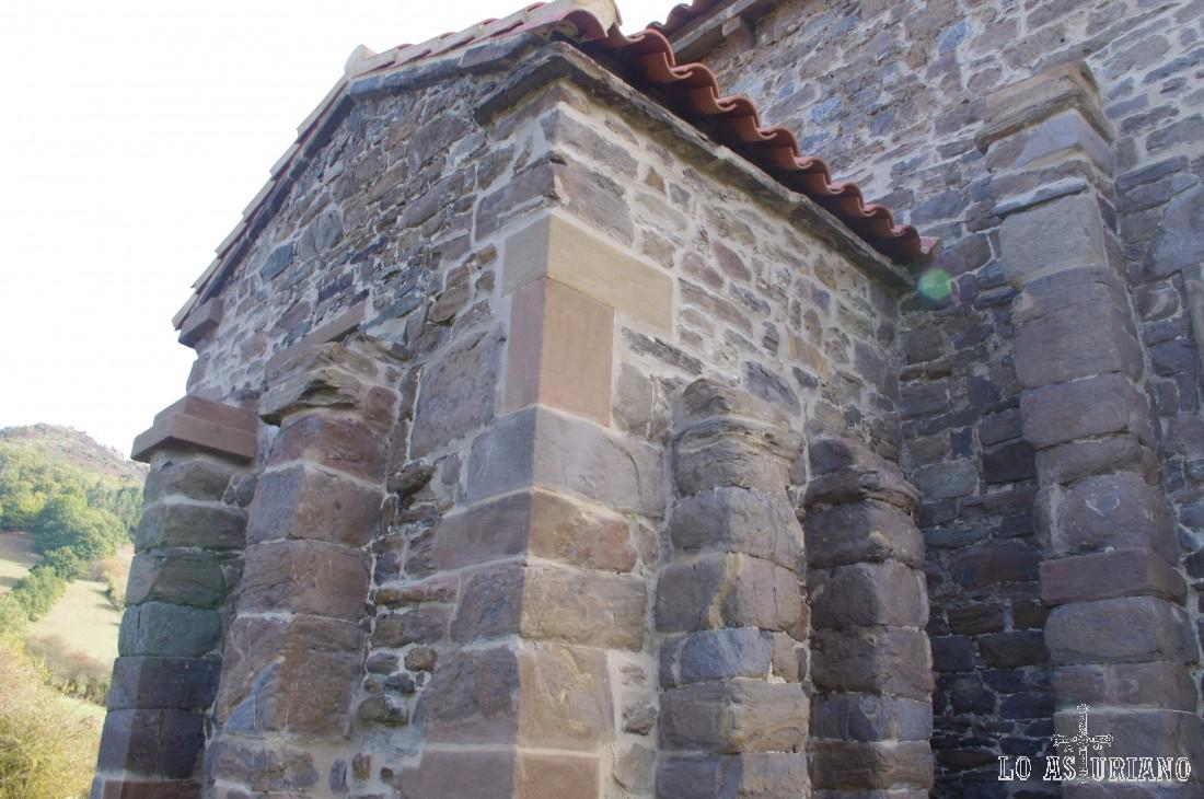 La iglesia de Santa Cristina de Lena sufrió su más importante restauración en 1893, cuando Juan Bautista Lázaro, sustituye la techumbre de madera existente por una cubierta abovedada.