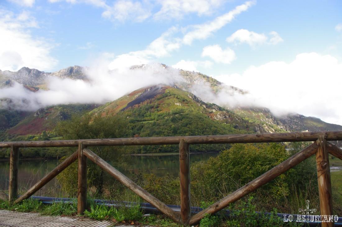 Embalse de Rioseco, camino de Soto les Agües.