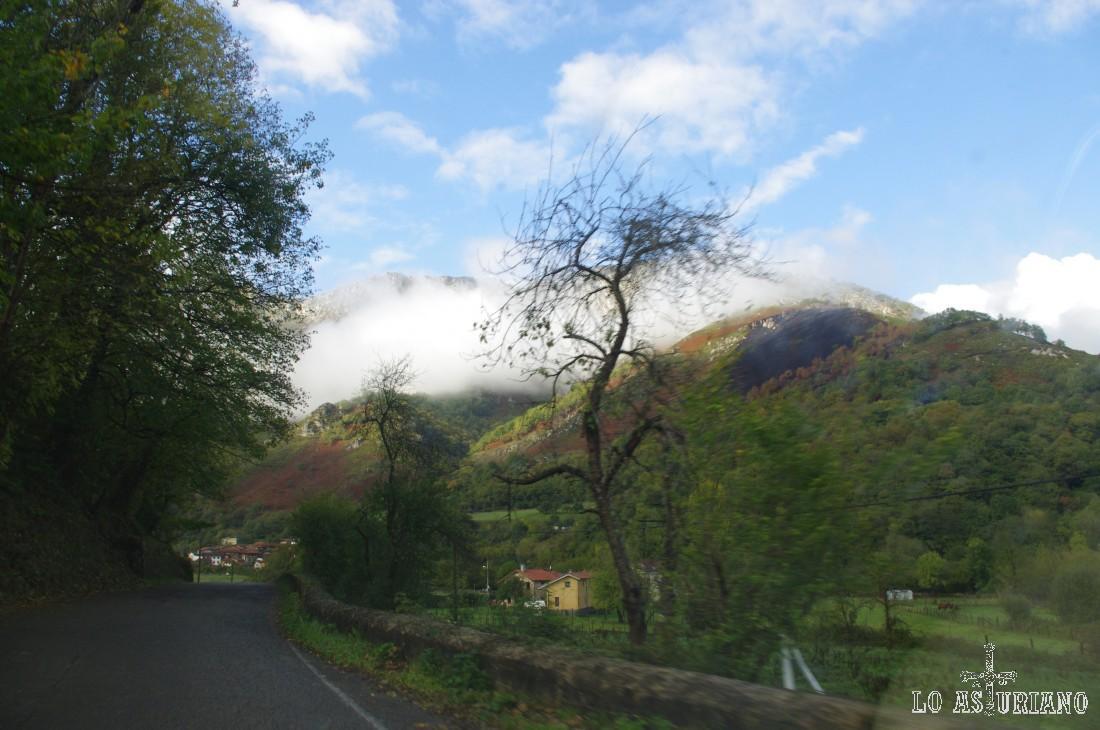 Desde Rioseco hasta Soto de Agües, tienes 2 km de carretera.