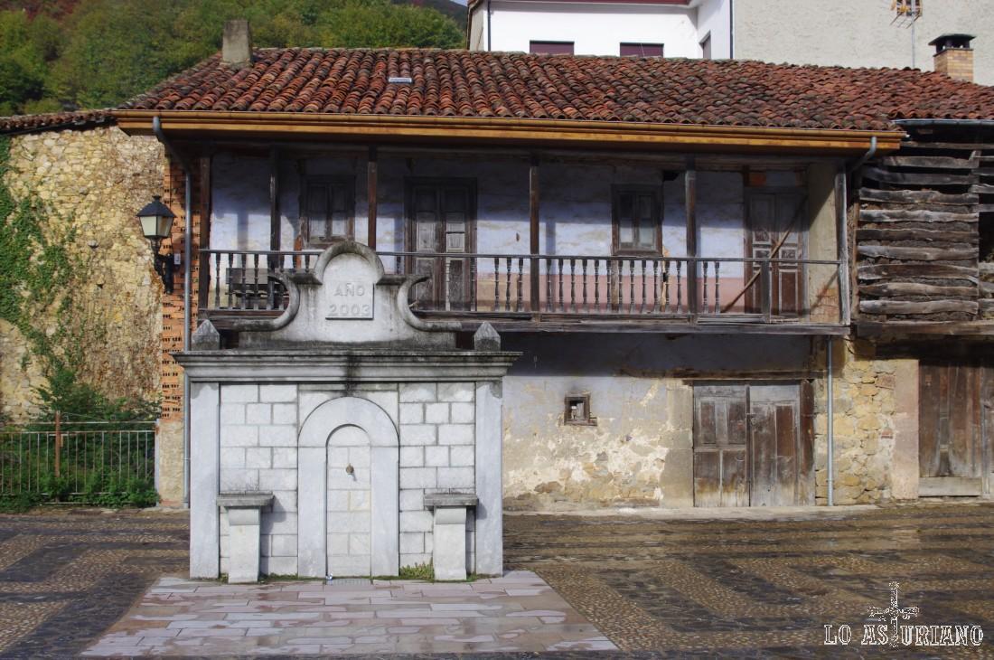 Fuente en las calles de Soto de Agües.