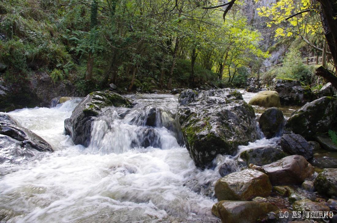 En la ruta del Alba encontraremos fabulosas cascadas de todo tamaño y de todas las formas.