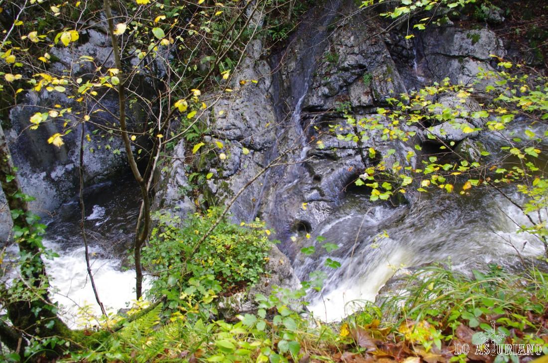 Preciosas cascadas en el río Alba.