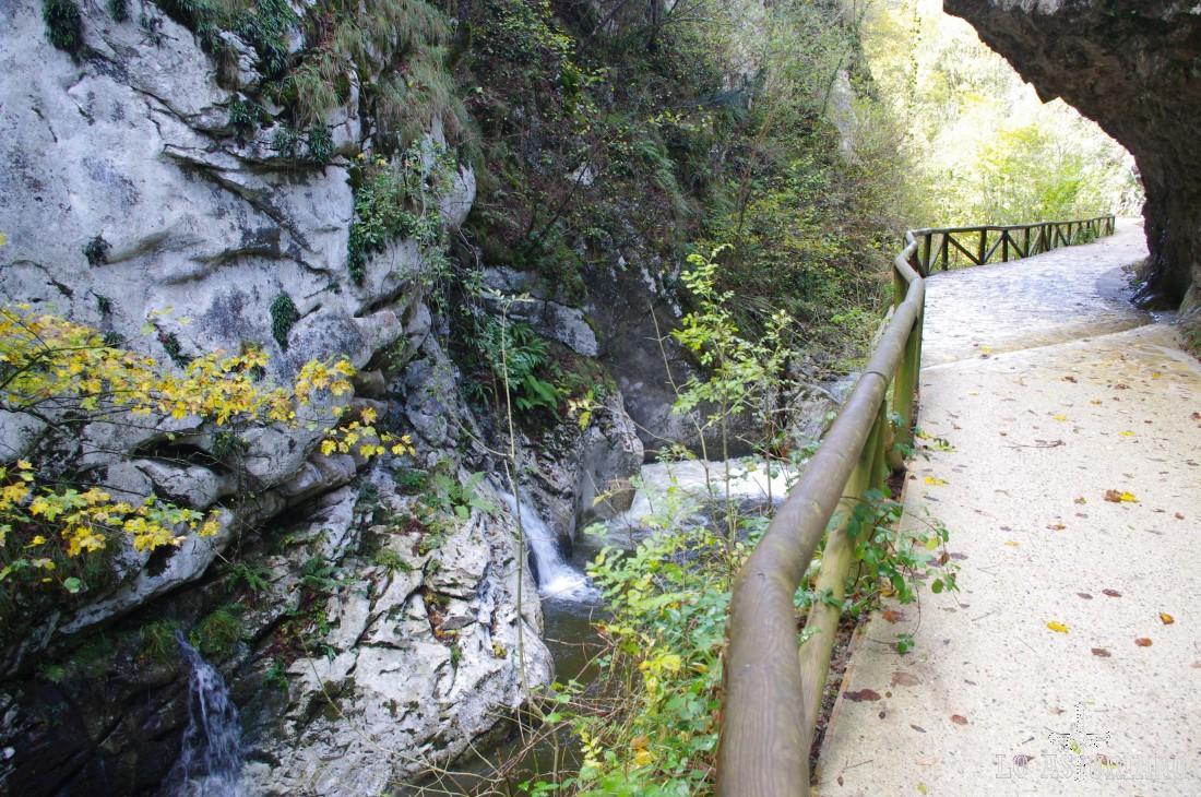 El río Alba tiene una gran cantidad de cascadas, que hacen de esta ruta algo único.