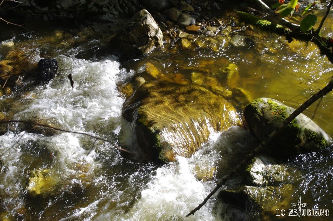 El Alba tiene mil y una cascada y angosturas, que dan las mejores vistas para el deleite del caminante.
