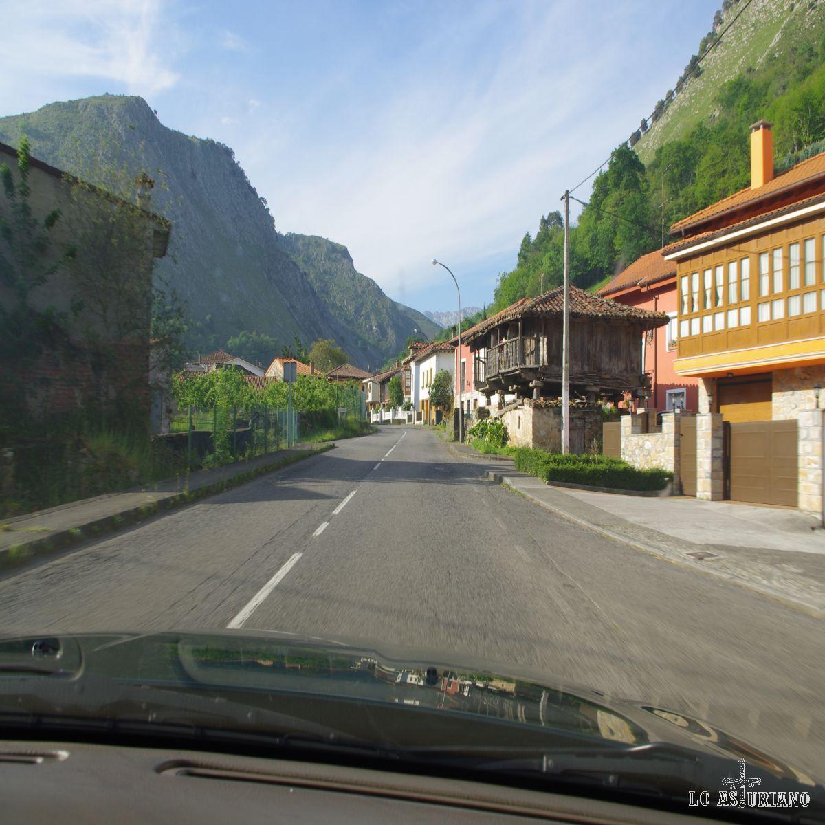 Carretera de Cangas de Onís a Panes.