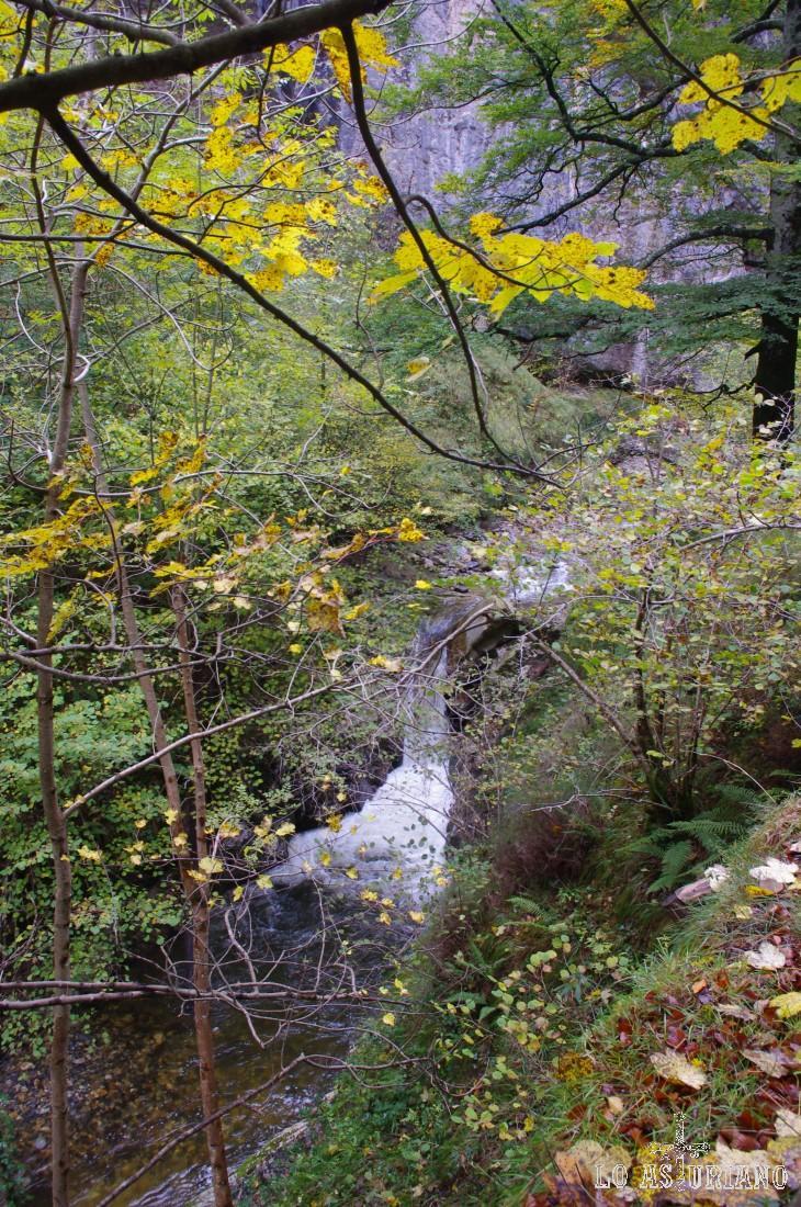 Una de las mil y una cascadas en el río Alba.