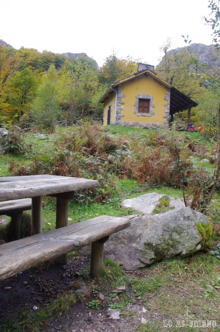 Refugio y zona de descanso en el cruce de los Ríos.