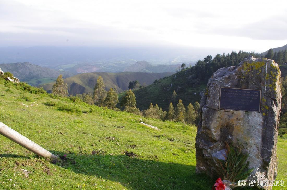 Monumento conmemorativo en el Fito.