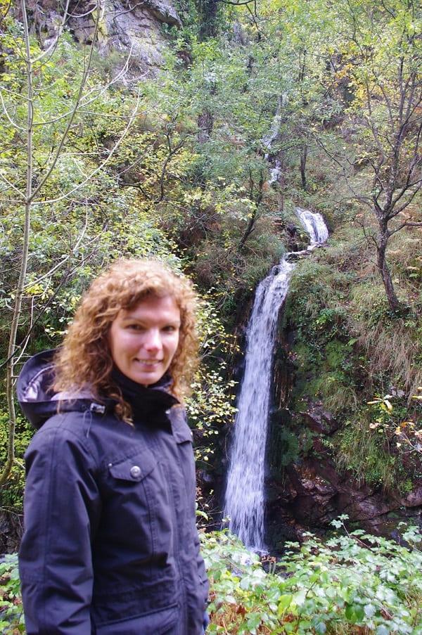 Varios regatos dan sus aguas al Alba. En épocas de lluvias, el espectáculo de cascadas es extraordinario.