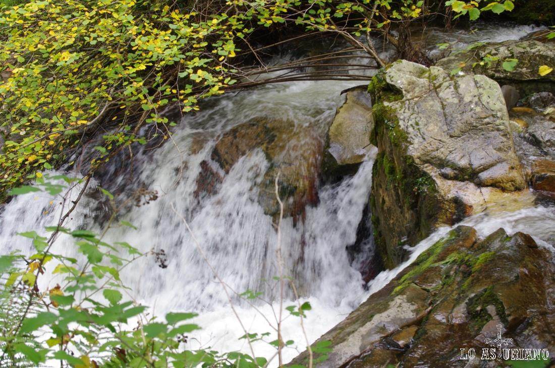 Cascada en el río Alba.