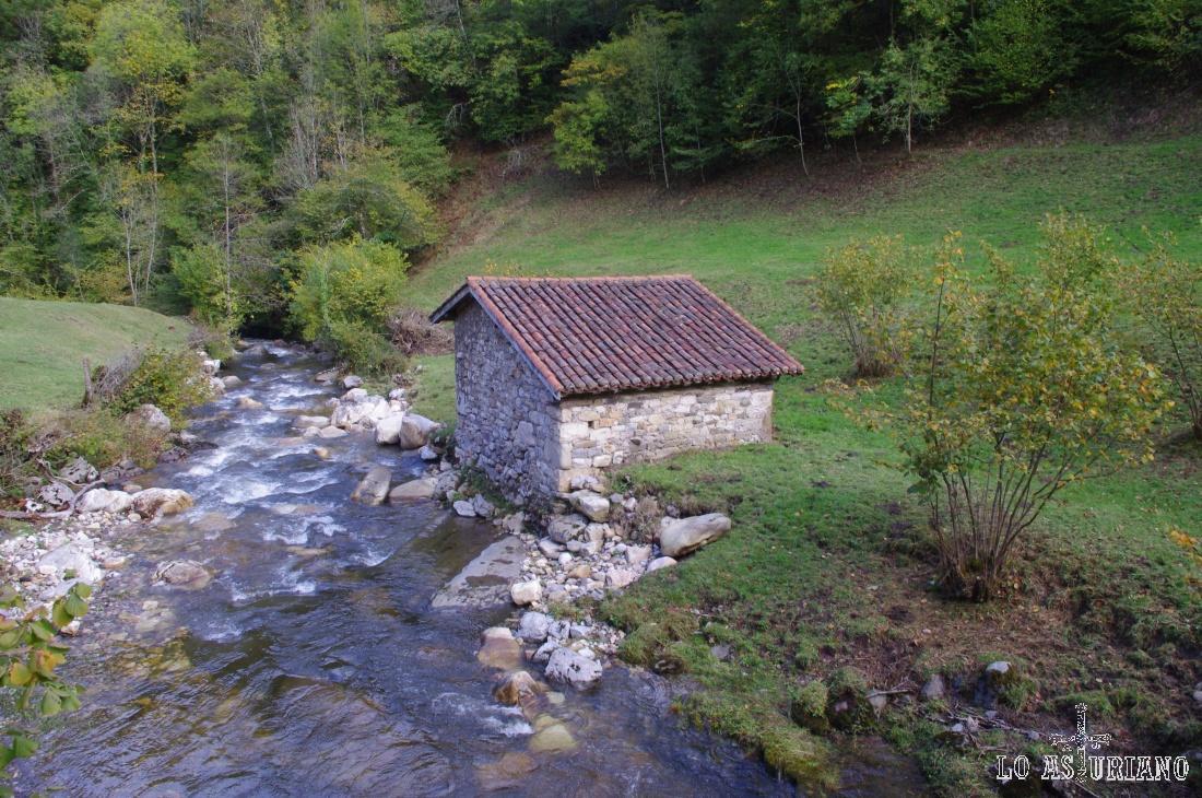 Caseta en el Alba en la zona del Retortoriu.