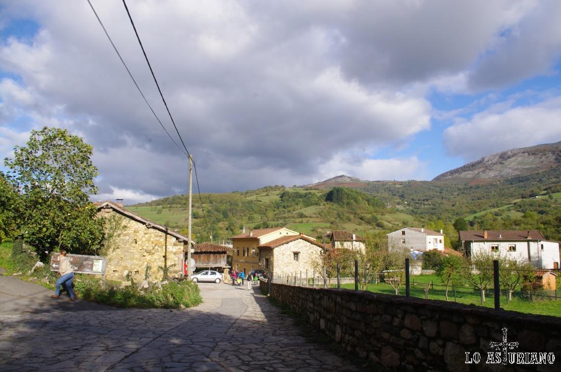 Las primeras casas de Soto de Agües.